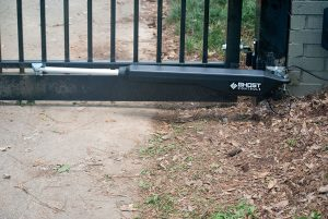 Solar-Gate-Opener-Single-Swing-Gate-Ghost-Control-DS1U-300x201.jpg (300Ã?201)
